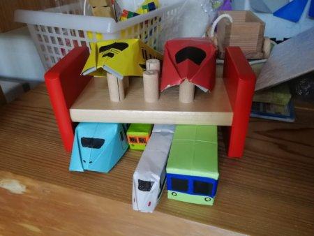 厚紙電車と新幹線は車庫に収納されてます